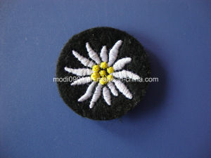 Embroidery Patch/Custom Embroidery Patch/Embroidery Badge Circle Embroidery Badge Black pictures & photos