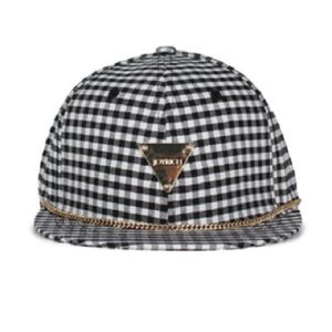 Allover Fashion Plaid Cap Triangle Labeled Caps pictures & photos