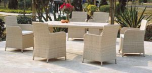 White Rattan Furniture Dining Set Garden Chairs and Table pictures & photos