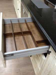 Red Oak Solid Wood Base Drawer Cabinets pictures & photos
