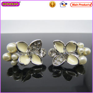 Boosin Four-Leaf Clover Elegant Metal Pearl Earrings for Female (22301) pictures & photos