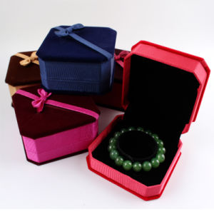 Fabric Jewelry Box Ring/Pendants / Necklace / Bracelet Packing Gift Box pictures & photos