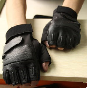 Leather Tactical Airsoft Cycling Sports Hunting Military Fingerless Gloves (SYSG-248) pictures & photos