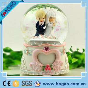 Snowglobe Snowmen Snow Globe Water Music Box pictures & photos
