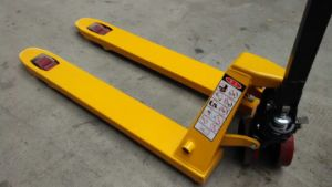 High Quality Pallet Truck with Welded Black Painting Pump pictures & photos