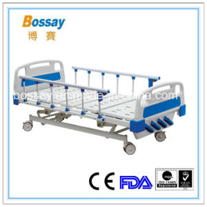 Manual Bed with 4 Revolving Levers Medical Hospital Bed pictures & photos