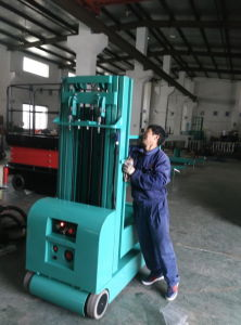 4m Electric Order Picker with Ce pictures & photos