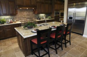Golden Brown Kitchen Cabinet (GB10) pictures & photos