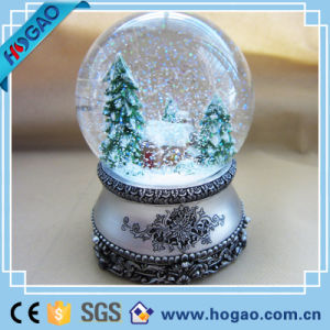 Toyland Musical Snow Globe with a Christmas Tree pictures & photos