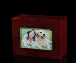 Solid Wood Pet Urn with a Picture Holder pictures & photos