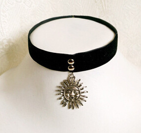 Black Velvet with Fashion Pendant Suede Choker (XJW13673) pictures & photos
