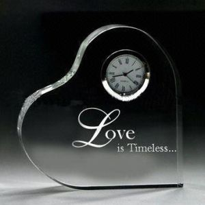 Crystal Glass Heart with Clock for Wedding Favor Gift pictures & photos