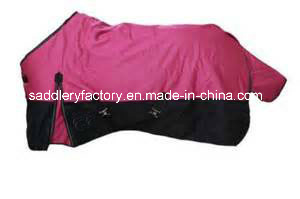 Winter Warm Filled Waterproof Ripstop Polyester Turnout Horse Blanket (SMR1761) pictures & photos