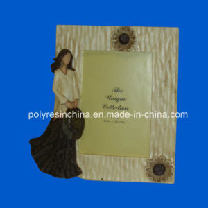 Polyresin Wood Look Frame with Girl Statue pictures & photos
