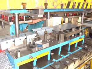 Automotive Metal Progressive Stamping Tooling pictures & photos