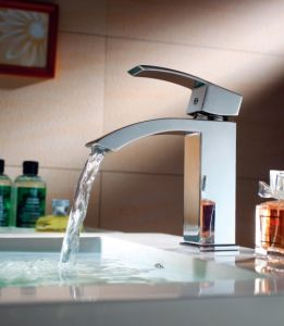 Luxury Single Lever Basin Faucet (DH36) pictures & photos