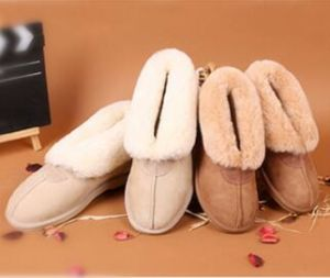 Classic Sheepskin Men Shoe Indoor Slipper in Chestnut pictures & photos