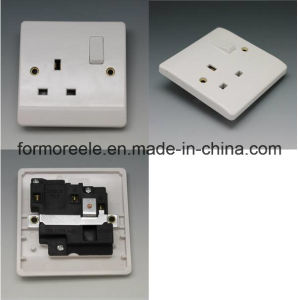 Bg 13A250V Switch with Socket Bakelite White pictures & photos