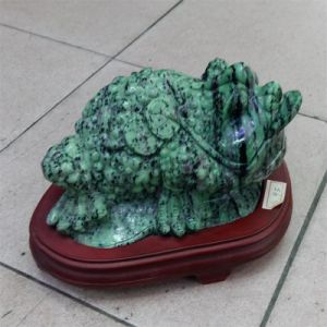 Semi Precious Stone Natural Cyystal Ruby Zoisite Three Foot Toad Animal Carving pictures & photos