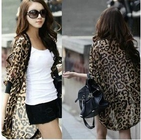 Women′s Summer Tops Loose Batwing Chiffon Leopard Cardigan pictures & photos