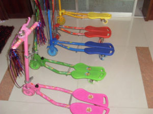 3 Wheeled PU Tri-Scoote Easy Fold Design Frog Scooter (ET-FGS005) pictures & photos
