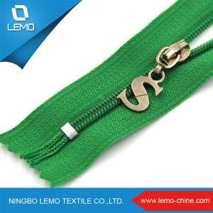 China Auto Lock Nylon Zippers Closed End Reverse Coil Zipper pictures & photos
