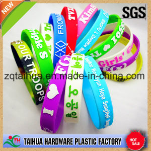 Nice Promotional Gift Custom Silicone Wristband pictures & photos
