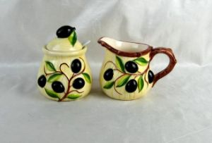 Hand-Painted Ceramic Olive Sugar and Creamer Jar Set pictures & photos