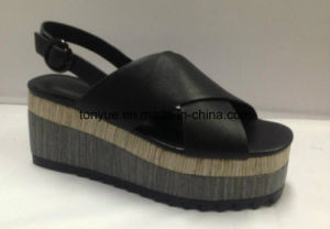 Lady Genuine Leather Shoe Thick Wood with Grain Rubber Outsole Women Sandals pictures & photos