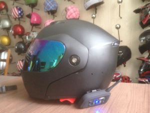 High Quality Professional DOT Flip up Motorcycle Helmet with Bluetooth pictures & photos