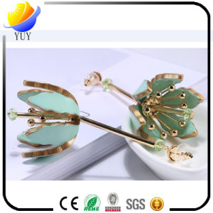 Acrylic Flower Earring Fashion Crystal Earrings pictures & photos