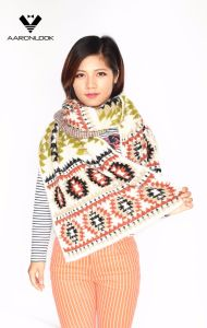2016 Stylish Winter Aztec Jacquard Zigzag Pattern Fashion Scarf Feather Yarn pictures & photos