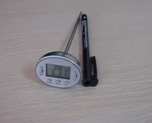 Digital Precision Thermometer with Cook (AMT-121) pictures & photos