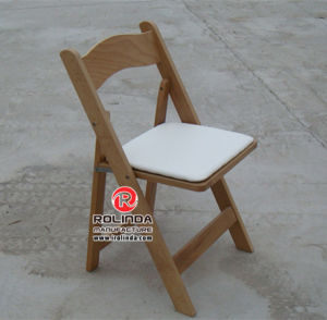 Folding Chair with Padded Seat Wood Natural pictures & photos