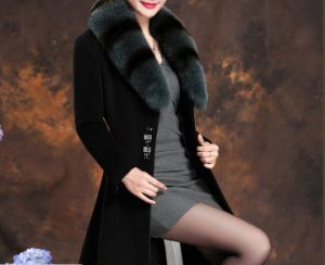 Women′s Elegant Real Fox Fur Collar Coat Black Color Coat Long Woolen Coat pictures & photos