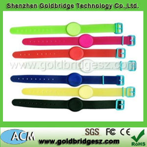 PVC Material Adjustable Strap Length Watch Style Ucode- Gen 2 Chip 868MHz or 915MHz Ultrahigh Frequency UHF RFID Waterproof Wristband