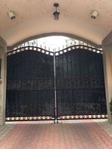 High Quality Wrought Iron Gate as Entrance Door Garden Gate pictures & photos