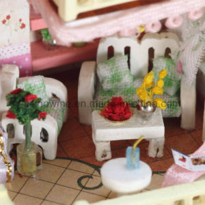 2017 Handmade Beautiful Kids Wooden Toy DIY Dollhouse pictures & photos