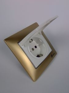 TUV Certified PC Golden Dust Cover EU Standard Socket pictures & photos