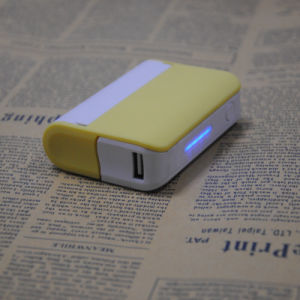 Fashionable Young Style Travelling Charger Power Bank for Smart Phone with a Mirror pictures & photos