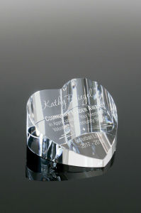 Slanted Clear Custom Personalized Glass Crystal Heart Engraved Paperweight for Sale (#1453) pictures & photos