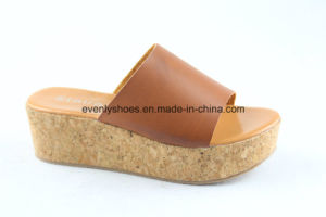 Platform Footwear Flip Flops Lady Shoes for Beach pictures & photos