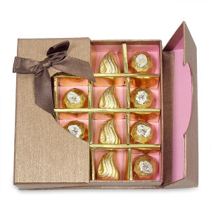 Creative Chocolate Box with Plastic Window and Insert Tray pictures & photos