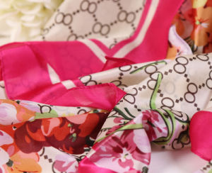 Polyester Silk Feel Scarf Shawls Pashmina Indian Silk Scarf pictures & photos