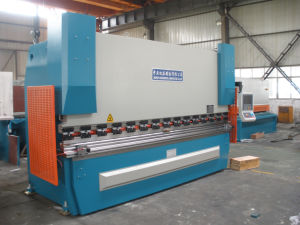Pbh-300ton/3200 Sheet Metal CNC Hydraulic Press Brake pictures & photos