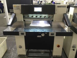 Guowei Full Hydraulic Program Control Paper Cutter (67E) pictures & photos