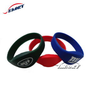 Customized Rubble Wristbands Silicone Bracelets RFID Wristband pictures & photos