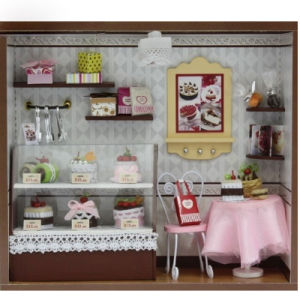 Wooded Doll′s House pictures & photos