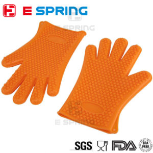 Heart Shaped Design Heat Resistant Oven Mitts Silicone Rubber Gloves pictures & photos