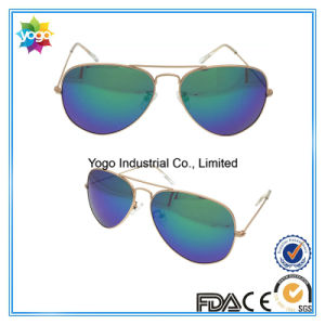 Fashion Newest Block UV Light Pilot Sunglasses with Metal Hinge pictures & photos